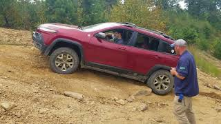 2014 Jeep Cherokee Trailhawk Crawls Up Hill