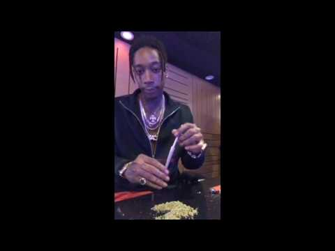 Wiz Khalifa rolling cones and talking about female DRAMA