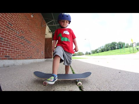 3 Year Olds FIRST SKATEBOARD TRICK!