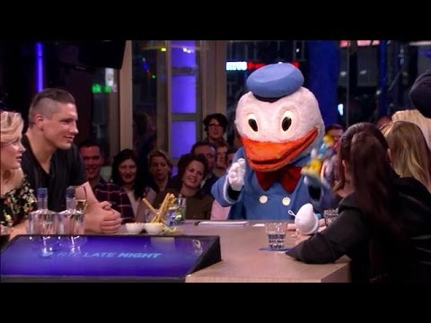 Jan-Jaap regelt de perfecte gesprekstafel voor Geert Wilders - RTL LATE NIGHT