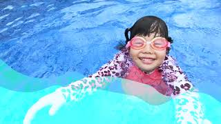 Yuni  and Mini pretends to take care of her sick father. playground 뽀로로짜장면 물놀이 동요 - Romiyu Story