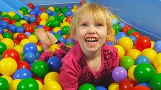 Ball Pit Show for Learning to Count (children's educational video)