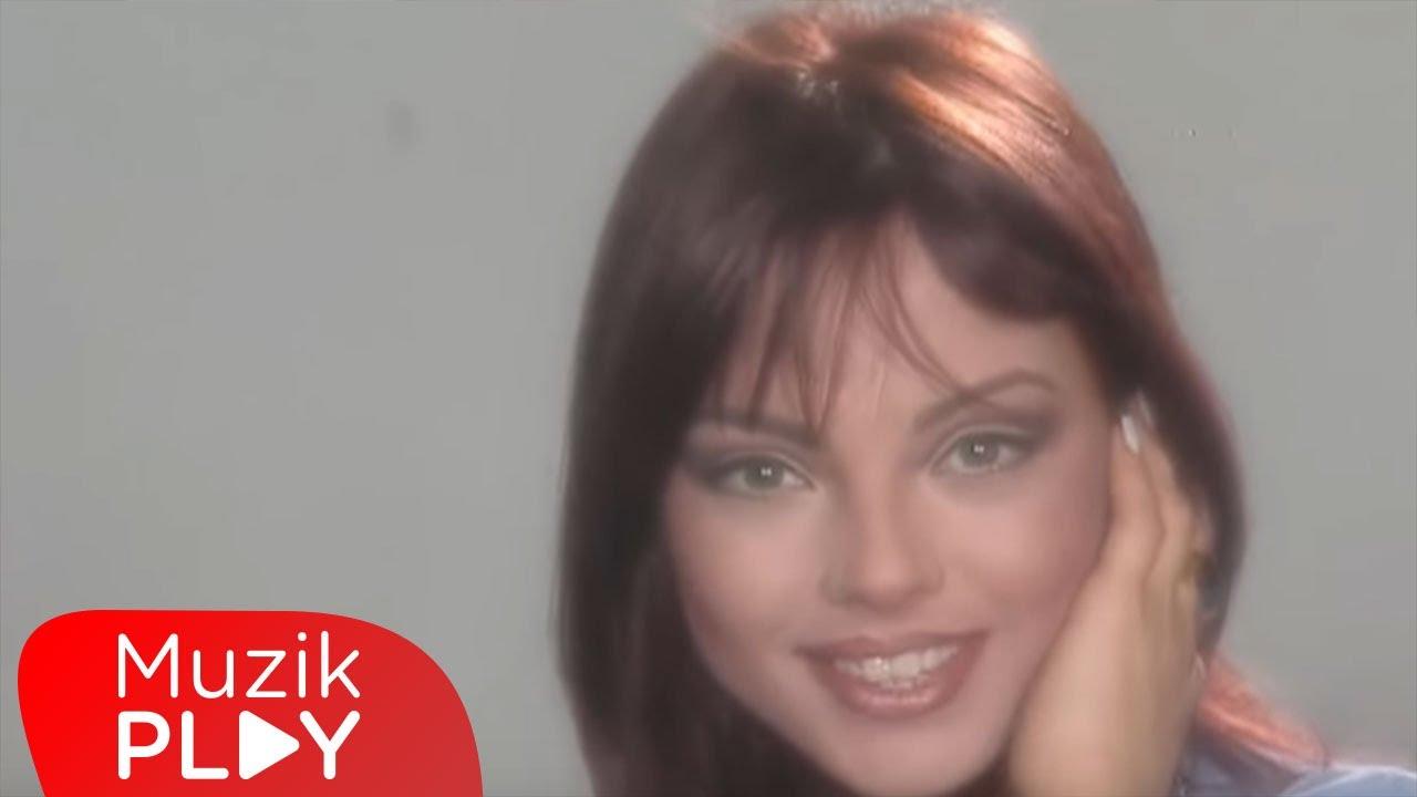 Ebru Gundes Firtinalar Official Video Chords Chordify