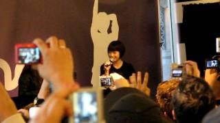 Gambar cover Utada Hikaru @ Sephora HOLLYWOOD (Crowd is listening to her)