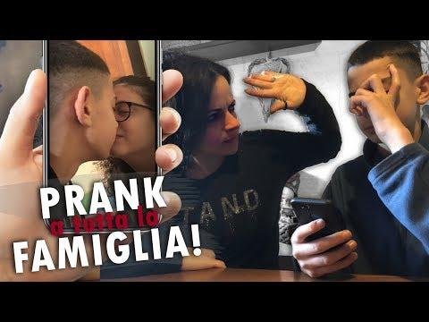 Ha BACIATO sua CUGINA di NASCOSTO !! *kissing prank* 💋