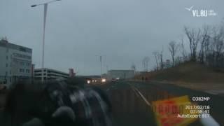 VL.ru - На Русском острове мини-джип сбил группу пешеходов, проехав на красный