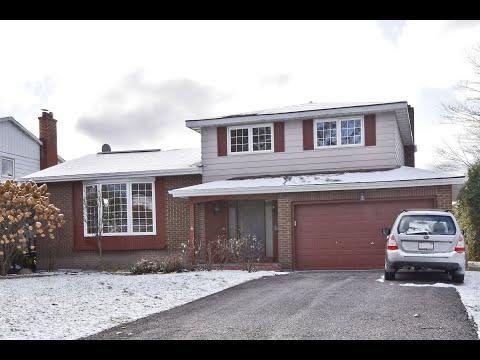 Blackburn Hamlet - 63 Centrepark Drive - 3 BEDS 1.5 Baths attached garage$495,000
