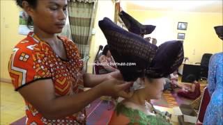 Preparation For Wearing Batak Karo Headgear, Indonesia - Stafaband