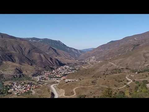 Вид на село Итум-Кали с дороги в Ведучи, сентябрь 2019 | туризм в Чечне