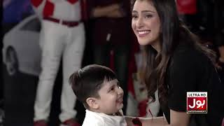 Volunteers Try To Hold A Kid In their Arms   Game Show Aisay Chalay Ga   BOL Entertainment