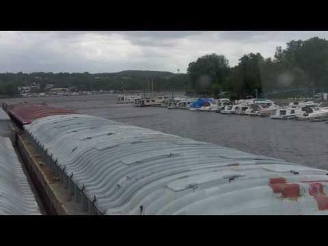Tug & Barge Transit on Mississippi River - Boating Safety on L&D System