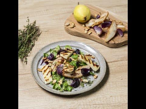 Salată cu brânză halloumi și pere coapte