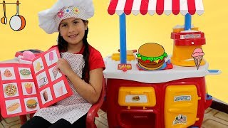 Maria Clara brincando de restaurante com o papai e o JP ♥  Mama and kids playing in cafe