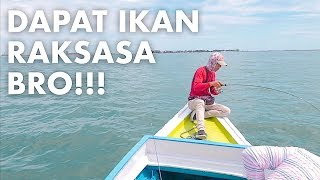 Download Video NGERI!!! DITARIK IKAN RAKSASA SAMPAI PERAHU IKUT BERGOYANG MP3 3GP MP4