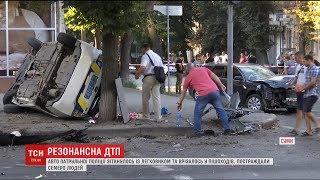 У Сумах авто патрульної поліції зіткнулось з легковиком та врізалось у пішоходів