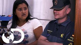 Agentes não acreditam em passageira hondurenha | Controle de Fronteiras | Discovery Brasil