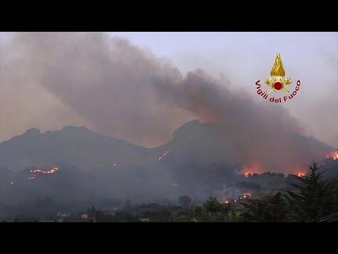 İtalya'nın güney bölgeleri orman yangınlarıyla mücadele ediyor