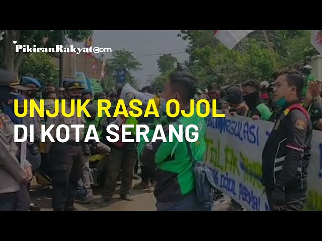 Aksi Unjuk Rasa Ojek Berbasis Aplikasi di Kantor Dishub Serang, Tuntut Persamaan Tarif Aplikator