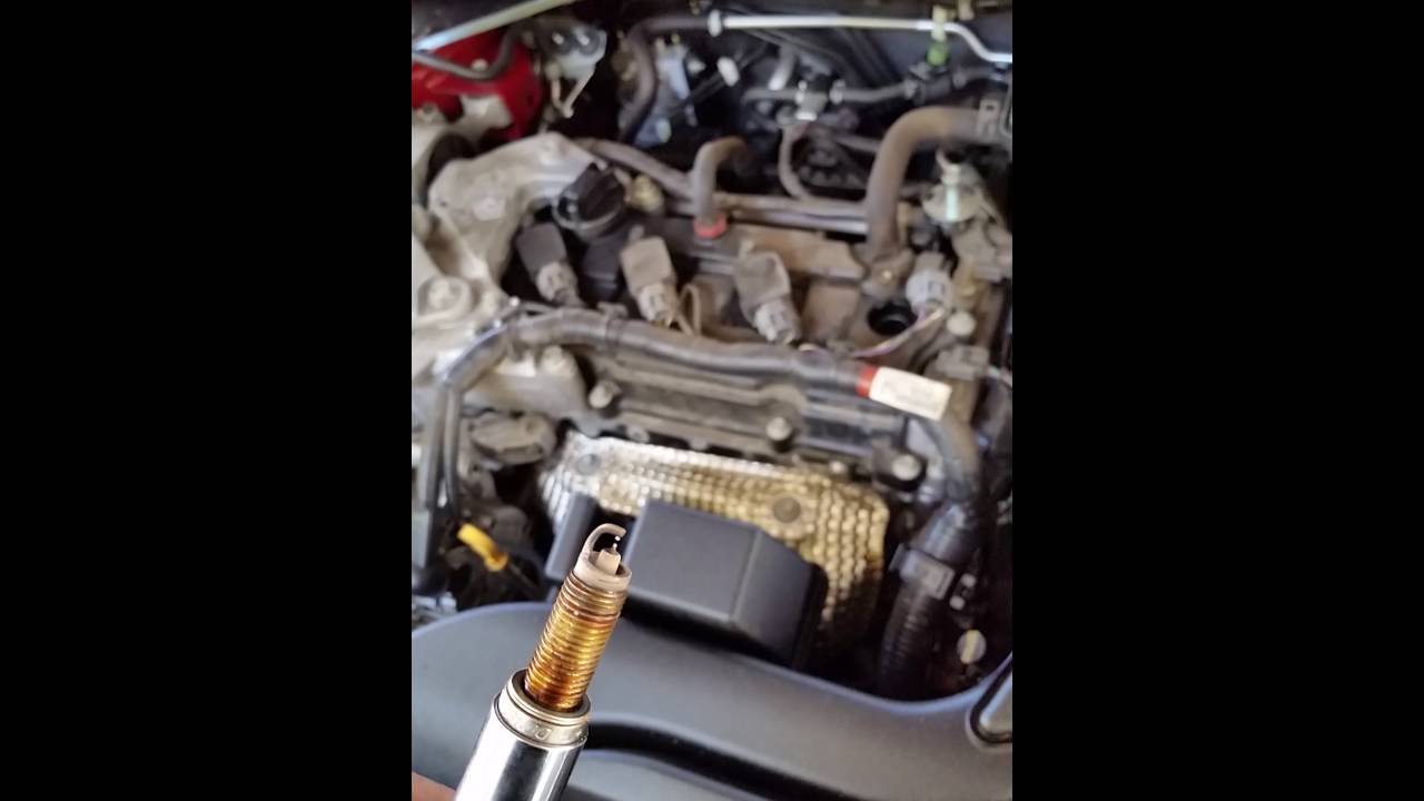Replacing spark plugs 2013 Nissan Altima - YouTube