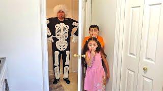 أطفال مع قصص نكتة Heidi و Zidane