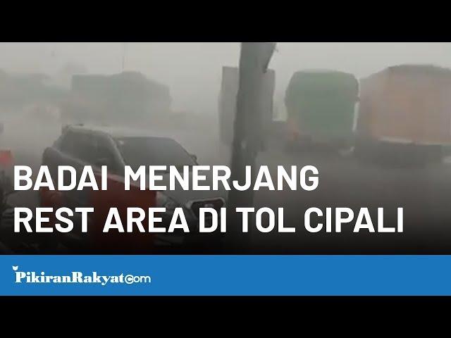 Badai Menerjang Rest Area di Tol Cipali