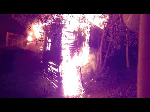 Пожар. Горит дом на ул.Право-Лыбедской.