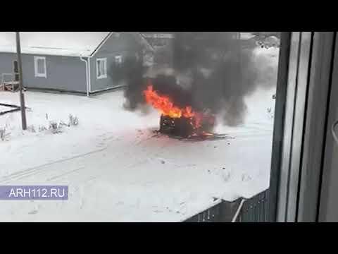 В Вельске на окраине города сгорел автомобиль