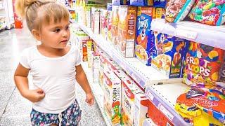 Оливия приехала в магазин Доминикана Пунта Кана купила игрушки Щенячий Патруль и машинки Хот Вилс