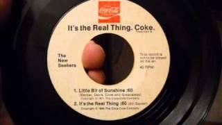 New Seekers - Little Bit Of Sunshine (1971 Coca-Cola jingle)