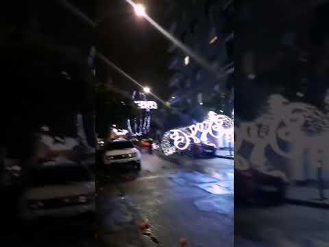La caída de una parte de alumbrado de Navidad destroza un balcón en Ciudad Jardín. Rafalcor