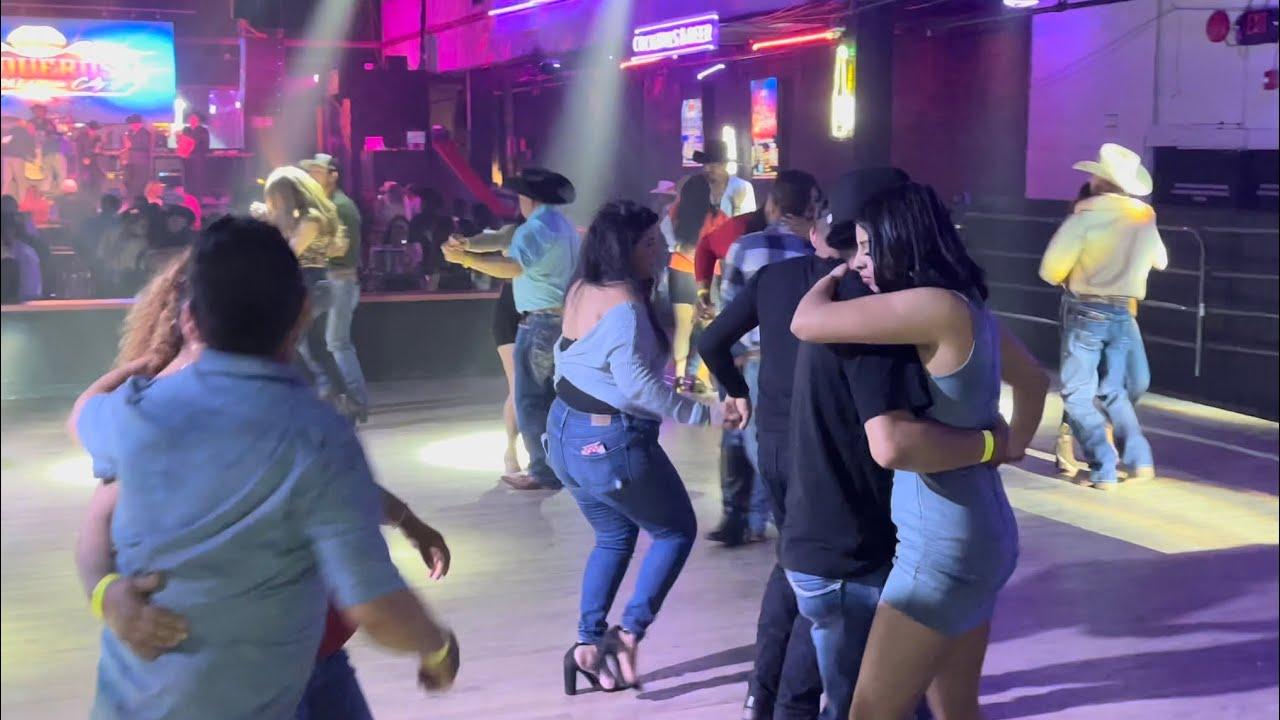 Bailando el Pistolero y la Burra orejona al estilo Del Conjunto Satevo en el Vaqueros OKC💃🕺