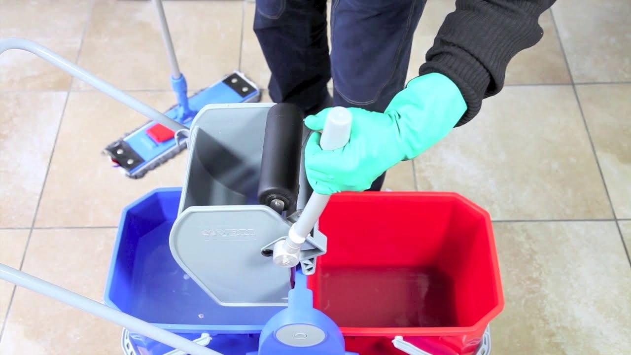 Pulizia. Lavaggio pavimento con doppia vasca (sistema duo mop) - YouTube