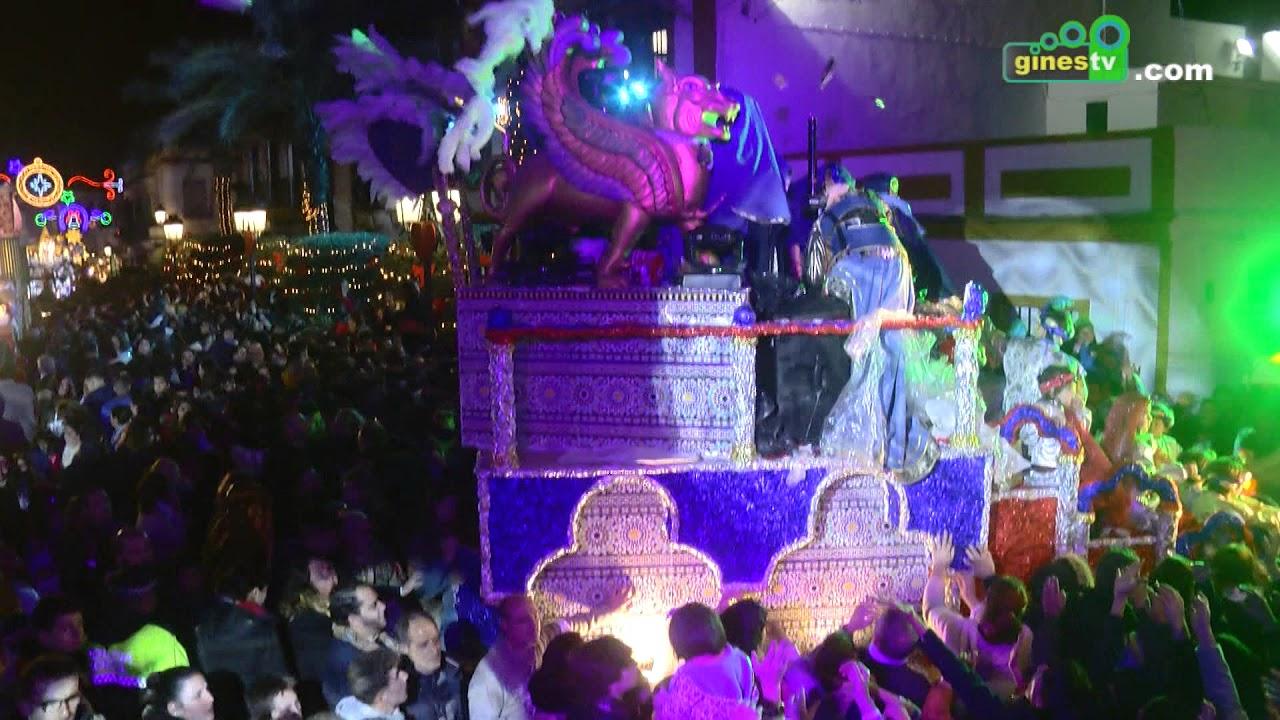 Espectacular paso de la Cabalgata de Reyes Magos 2018 por la Plaza de España de Gines