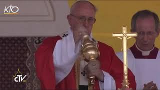 Le pape François célèbre la messe au stade de Bangui