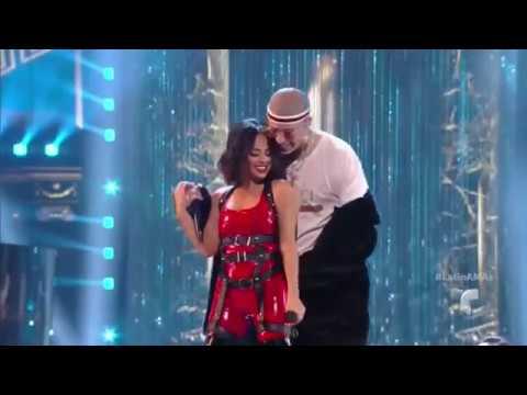 Becky G perreando a Bad Bunny cantando mayores