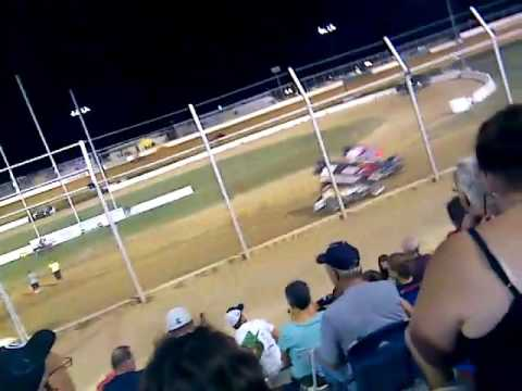 The races in Muskogee Outlaw Motor Speedway Sprint Cars