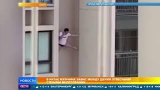 Видео: невезучий любовник пытался спуститься с небоскреба по стене 18+