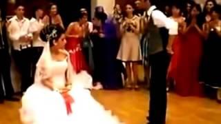 Repeat youtube video عروسه جامده و احلى دبكه فى احلى فرح