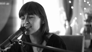 Baby und Jonny - Maike Rosa Vogel im unplugged Wohnzimmer