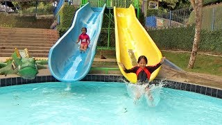 BERMAIN PEROSOTAN AIR SEPUASNYA Kids Playing Water & Slide in The Swimming Pool