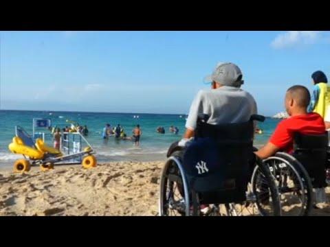 شاهد: ذوي الاحتياجات الخاصة في المغرب يلاعبون الأمواج بفضل الكراسي الطوافة …  - 06:53-2019 / 9 / 12