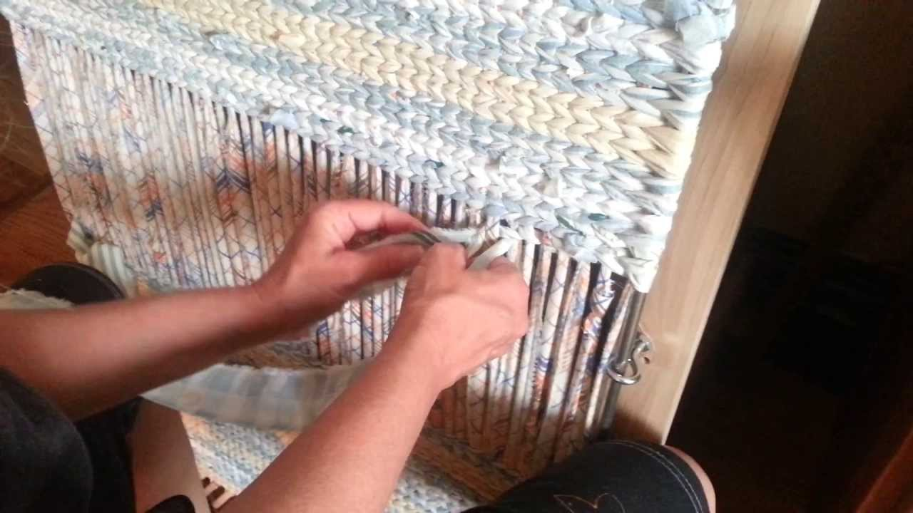 Twining a body of a rag rug in more