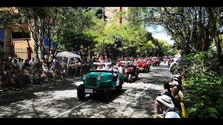 Desfile de autos clasicos y antiguos feria de las flores Medellin 2018
