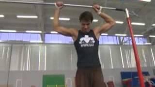 Спортивный гимнаст или уличный воркаутер.mp4