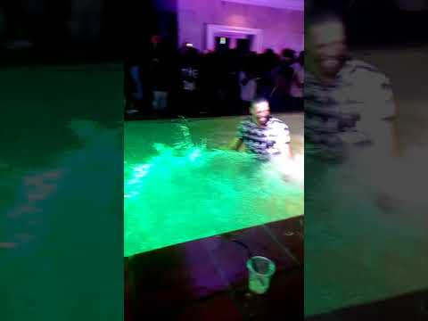 [VIDEO] MI _ abaga , Falz, Ycee, Skales And Many Other Celebrities Swimming At MI Abaga RENDEZVOUS NIGHT