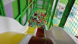 Ayşe Ebrar ile Oyun Alanında Yakalamaca Oynadık Tünellerden Geçtik. Eğlenceli Çocuk Videosu