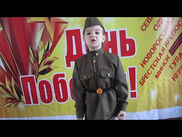 Изображение предпросмотра прочтения – ВасилинаКарпова читает произведение «М.Садовский Несовместимы дети и война»