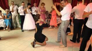 веселий конкурс на весіллі танці навпаки