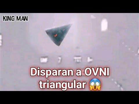 Video viral de un avión de combate disparando con todo lo que tiene a un OVNI o nave triangular ???