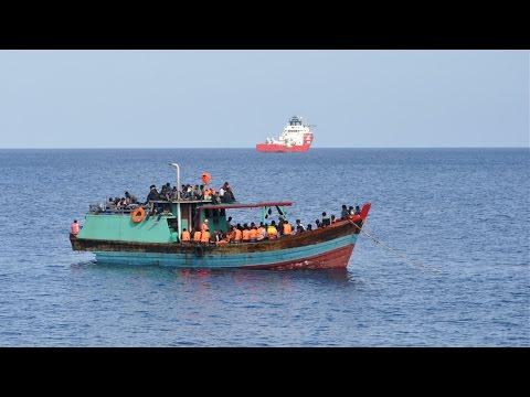 Australia weighs ban on illegal asylum-seekers